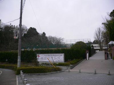 三田学園 校門前