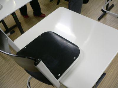 美術教室の机・イス