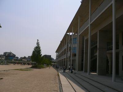 北野高 校庭と校舎